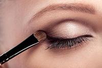 detail líčenia oka