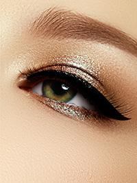 Glamour líčenie oka s linkou
