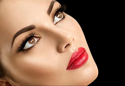 precízny elegantný foto-make up