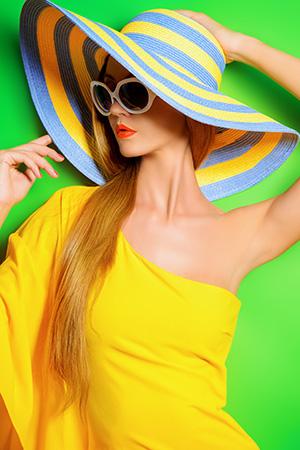 váš stylista - výrazné farby extrovertky